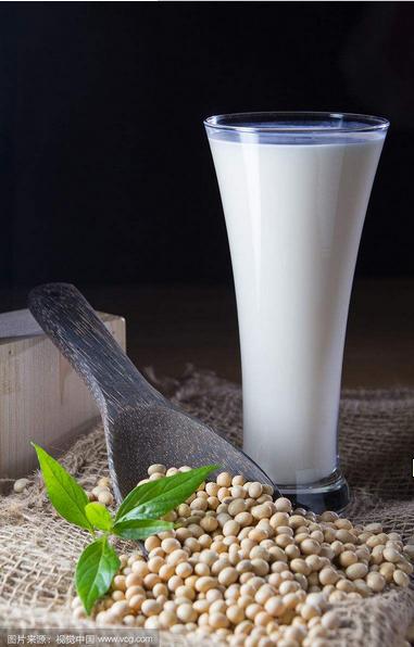 牛奶虽好喝,这类人群不能空腹喝奶