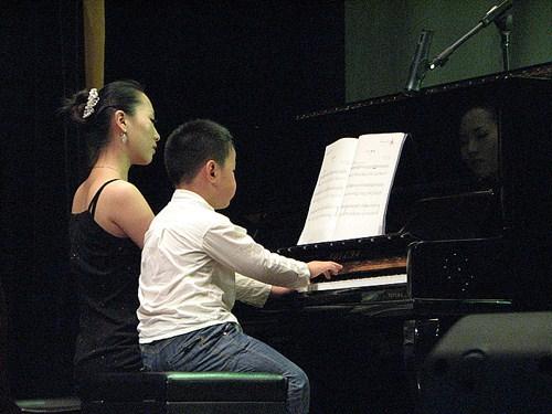 怎么降低专业少儿钢琴培训时的错音率