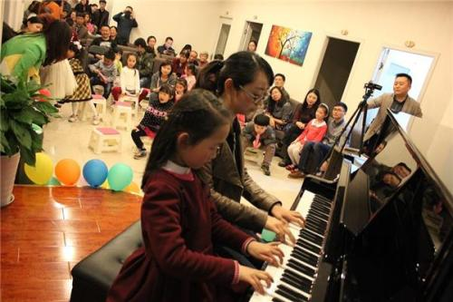 怎样选择专业钢琴培训机构