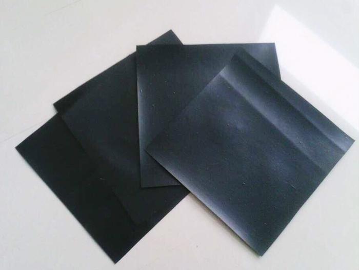 土工膜与 HDPE土工膜的作用