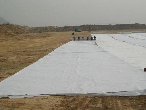 透水土工布与防渗土工膜的特点