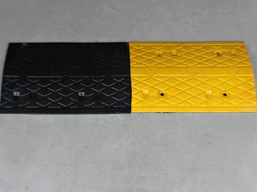 新疆塑料围挡厂家描述减速带有…