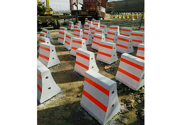优质水泥隔离墩