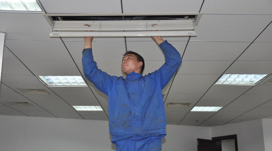 空调竟然会自燃?听乌鲁木齐家用空调安装公司解析