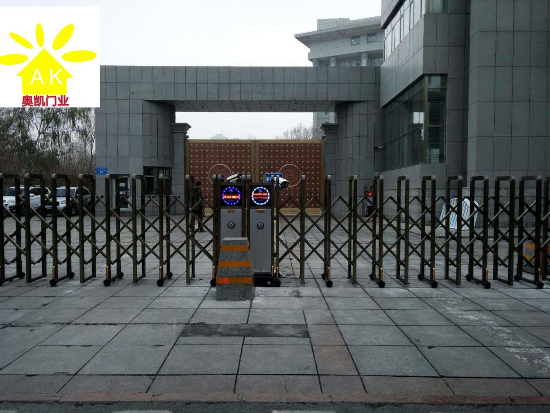 乌鲁木齐市政府后门