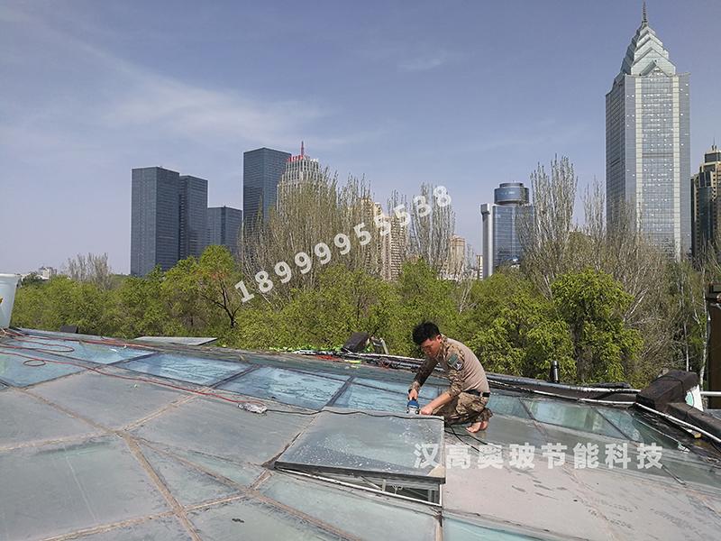 新疆建筑膜厂家对玻璃贴膜的种类介绍