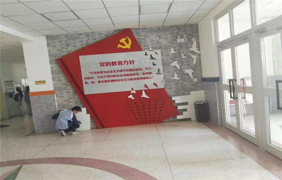 五十二中文化墙
