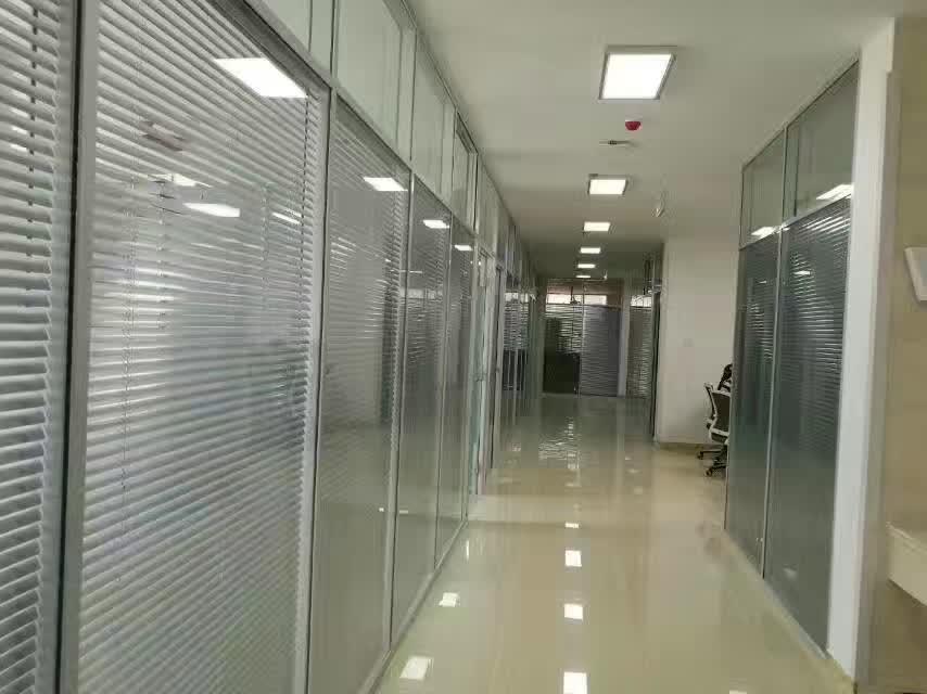 办公室玻璃隔断具备哪些?#39280;?#20154;知的优点