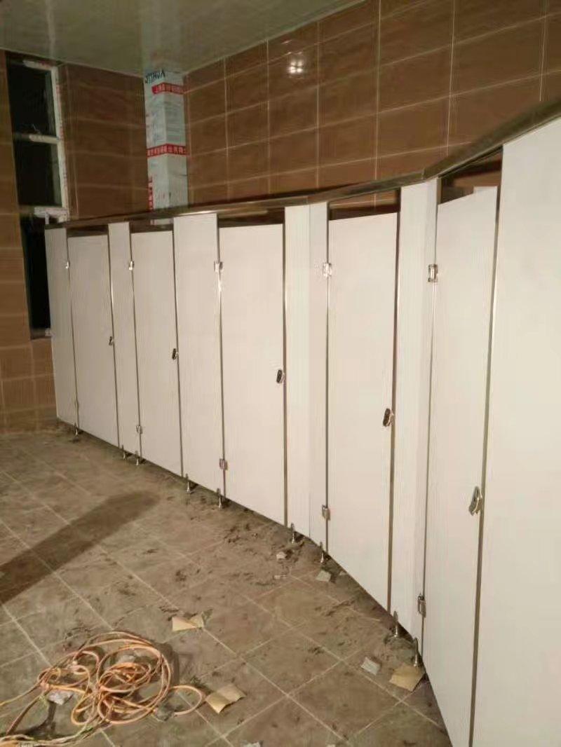 卫生间隔断安装