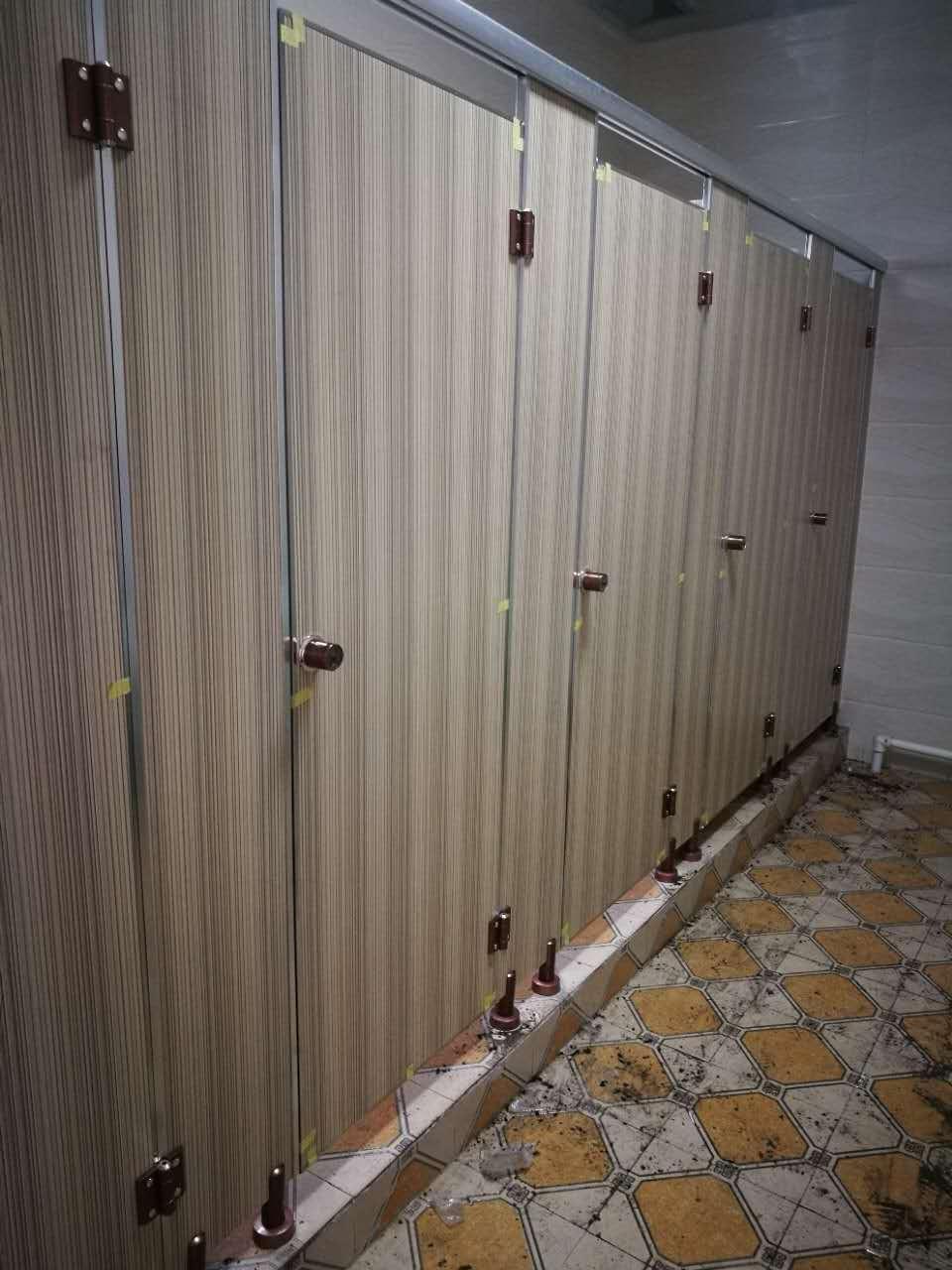 卫生间隔断施工