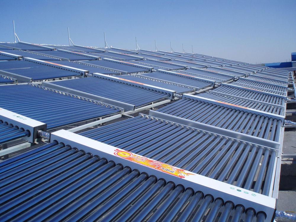 新疆平板太阳能热水工程