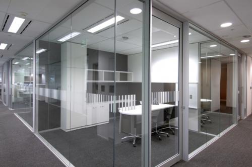 北京办公室玻璃隔断的特点有哪些