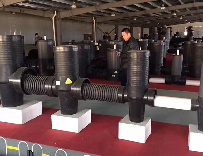 使用热熔机连接pe给水管材操作验收与检查