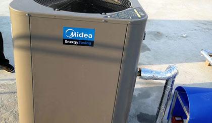 南阳空气能热水器主机漏水正常吗?