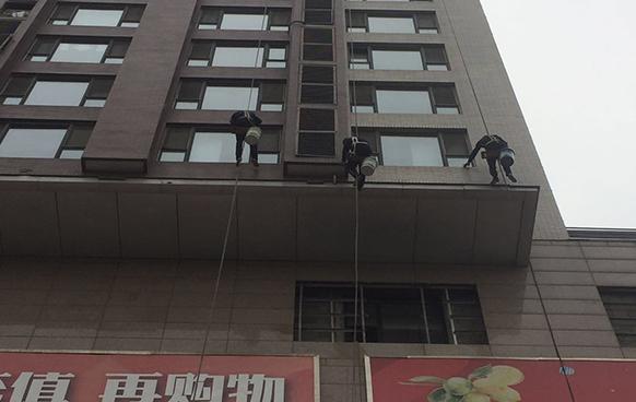 北京利佰家專業外墻清洗干凈放心