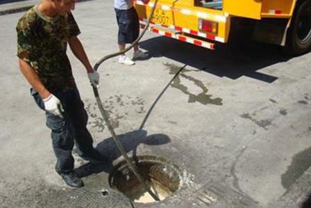 疏通管道清理隔油池