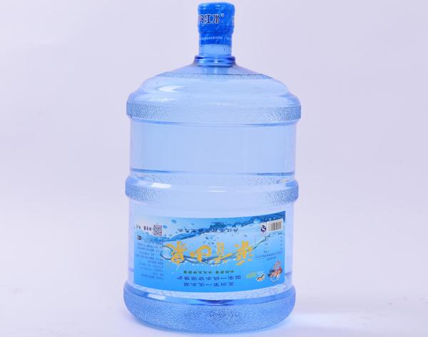 正确饮用桶装水的方法 南阳桶装水配送为您解决