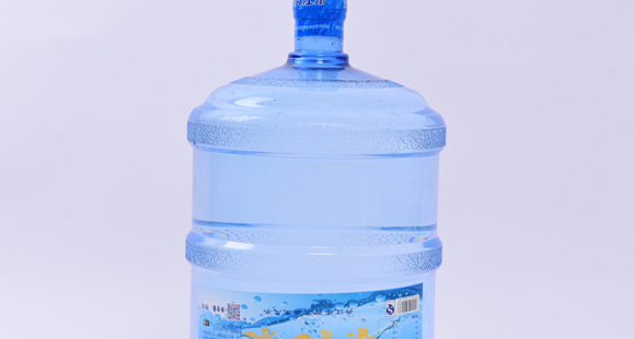 矿泉水、矿物质水、纯净水、天然饮用水....这么多种类的水,你知道怎么喝吗?