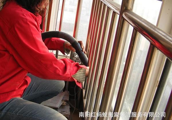 大楼栏杆保洁服务