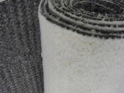 捋捋防水毯在河底面的铺设工艺