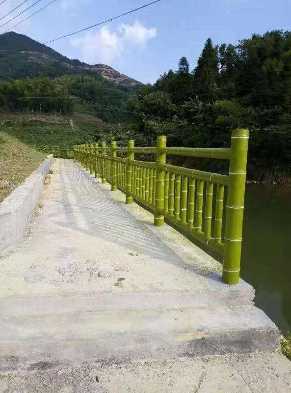 河边仿竹护栏