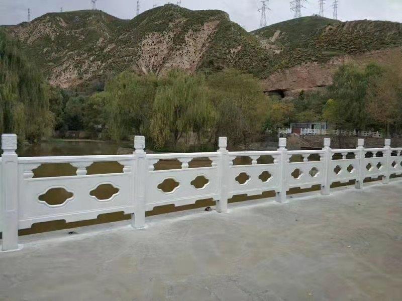 桥边仿石护栏