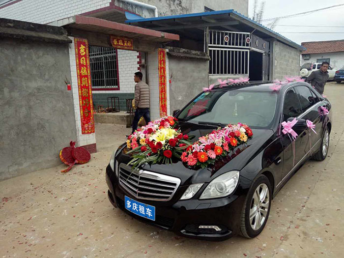 柳州奔驰E260婚礼车租赁价格
