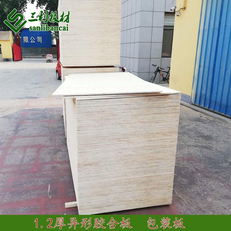 多层板是由三层或多层的单板或薄板通过模板胶制作而成。