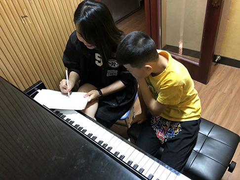 成人钢琴需要注意事项带您来了檞下