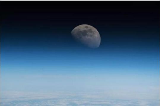 跟随福州木屋厂家小编详谈美2024年重返月球