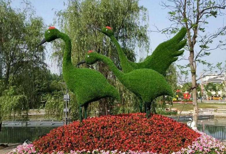 自然公园草雕