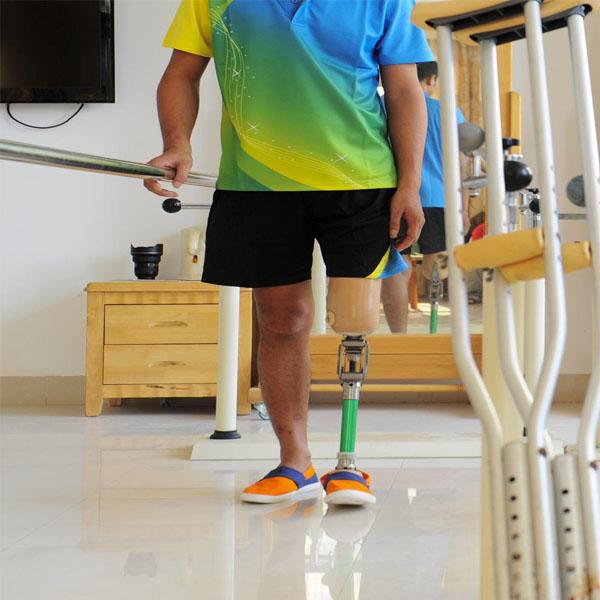 下肢假肢使用者要注意的问题以及保养和维护