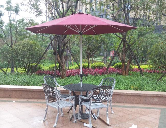 江滨XX酒店户外桌椅