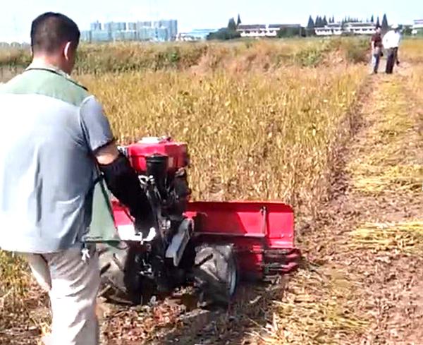 大豆收割机