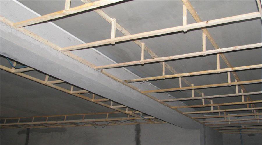 安装防腐木地板时要注意什么?新疆防腐木厂家来揭秘