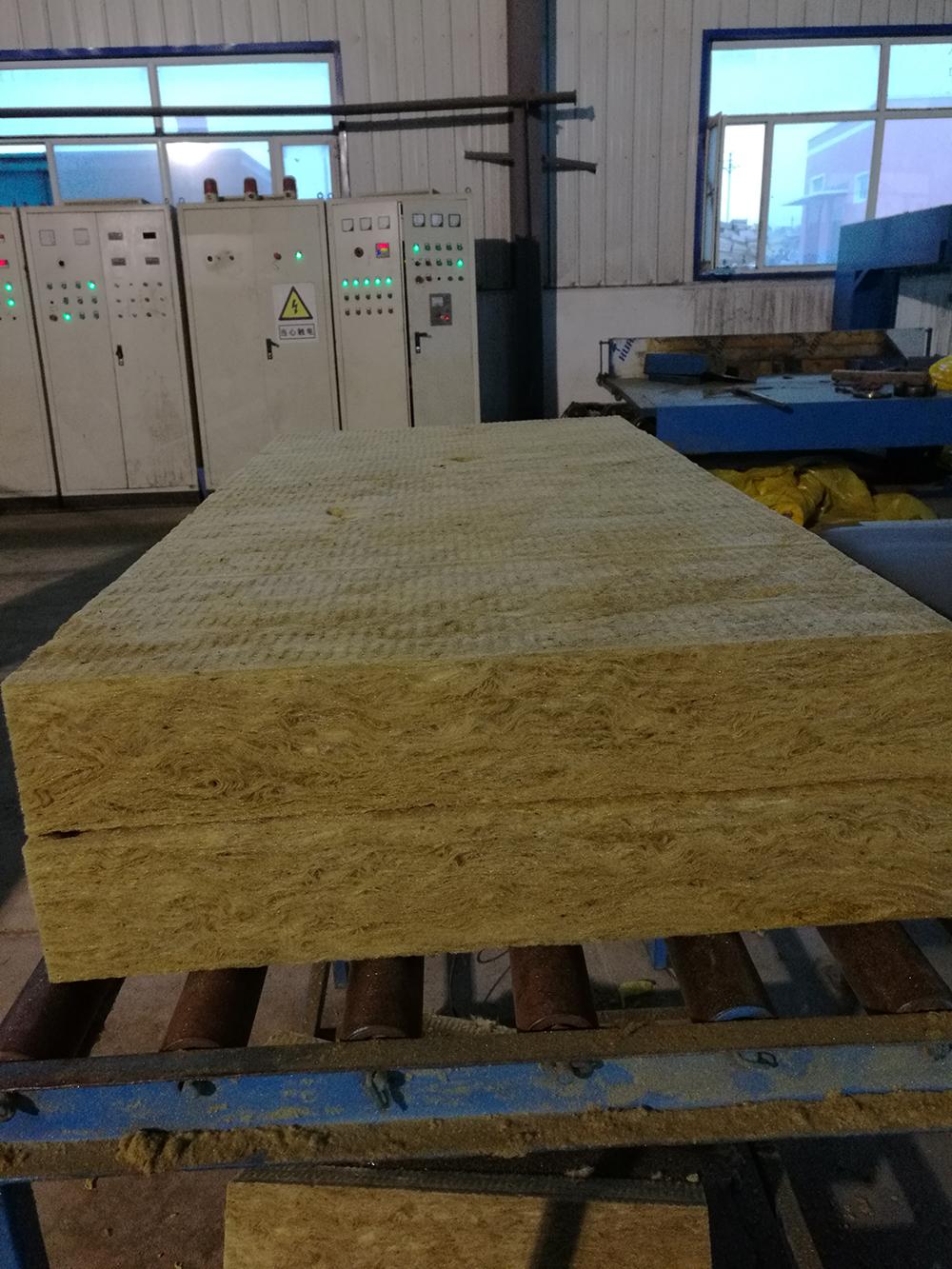 高密度矿棉岩棉板