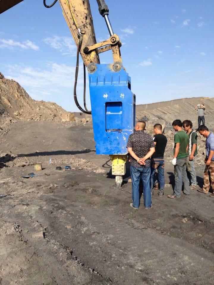 新疆信合挖机