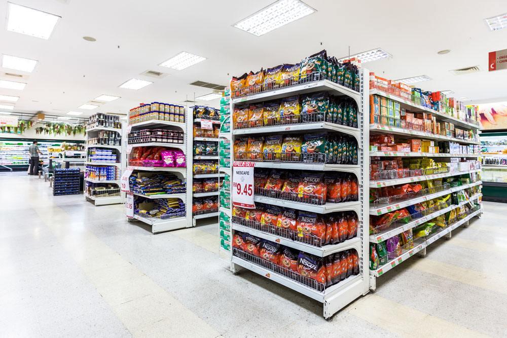 新疆珠宝展柜定制的超市对货架位置调整的利与弊