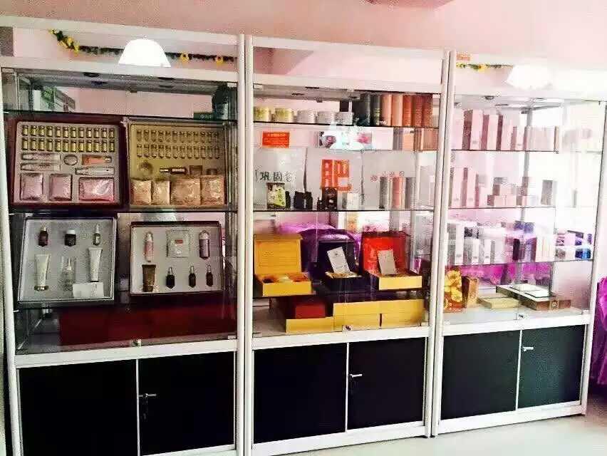 化妆品展柜4