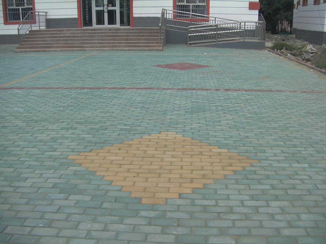 马路砖铺贴