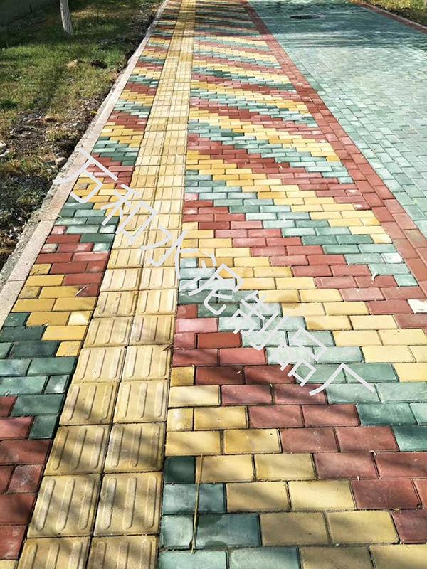 马路砖铺贴实拍