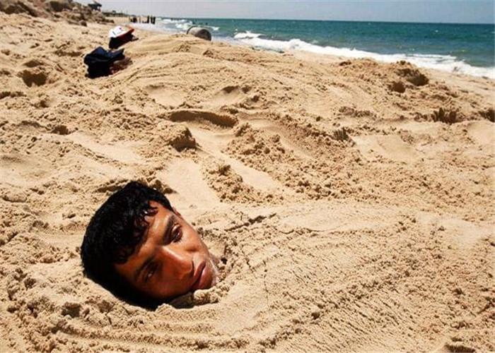 老外海边沙疗