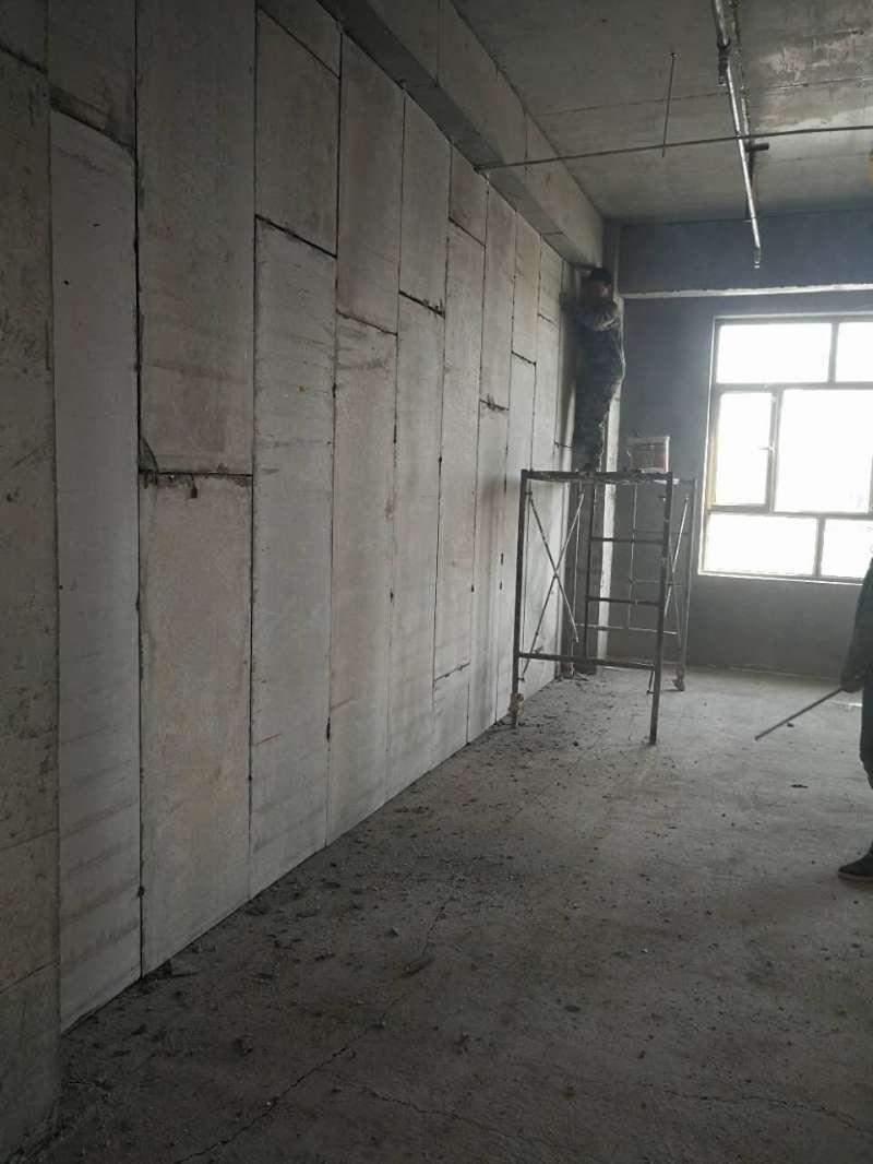 隔墙板14