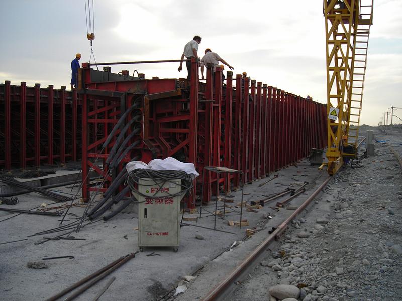 30米T型梁模板中铁五局库车至库如力公路施工