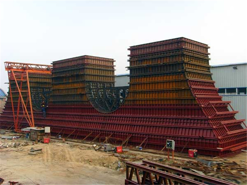 三柱式双门式墩模板