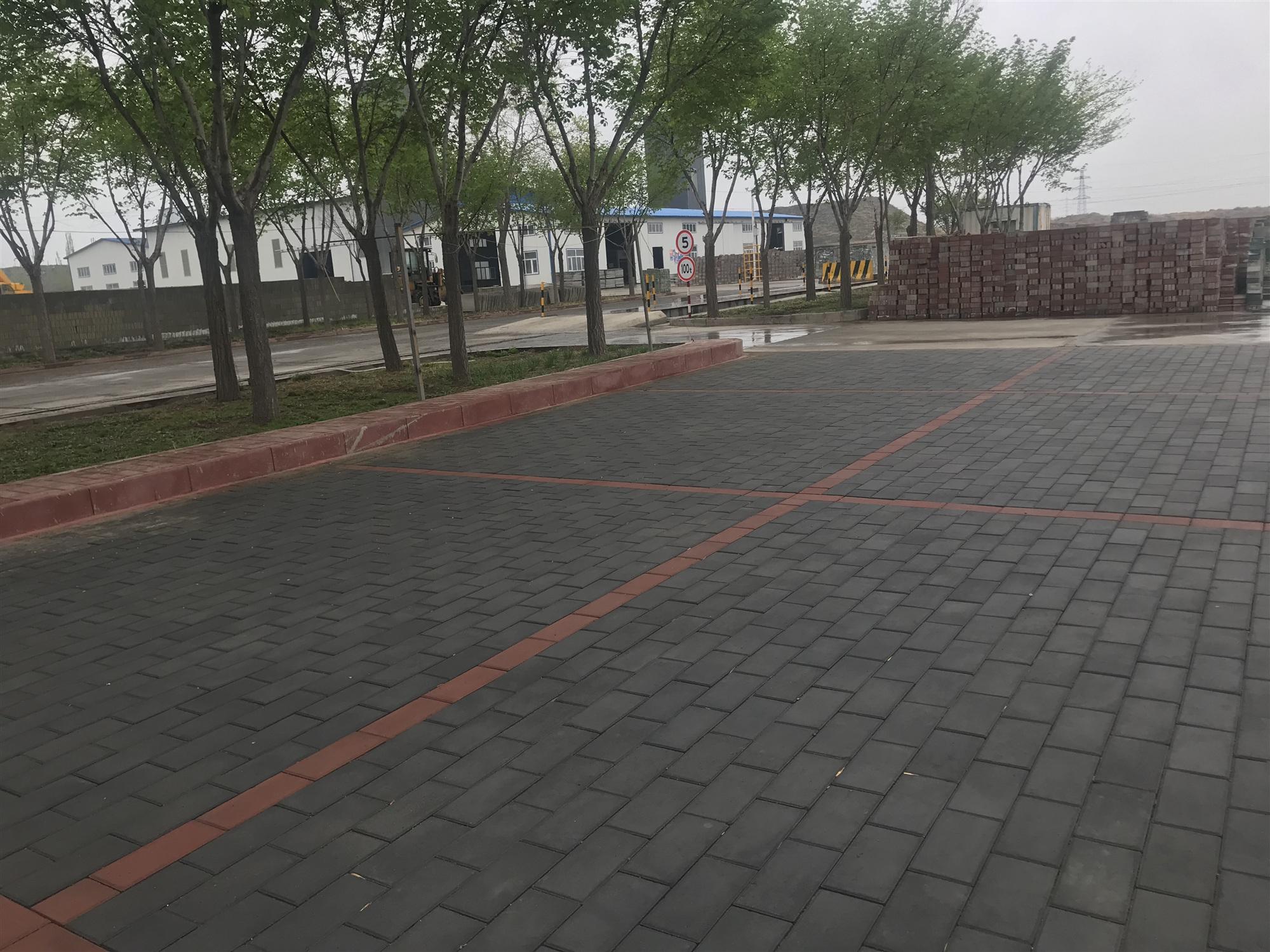 新疆隔离墩厂为您讲诉五莲灰的保养技术