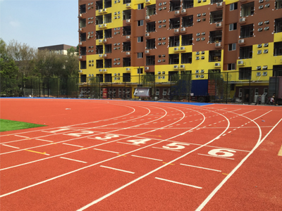城市人大多数运动爱好者喜欢选用塑胶跑道来锻炼身体