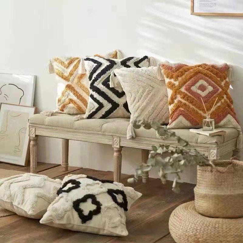 亚马逊几何簇绒绣抱枕