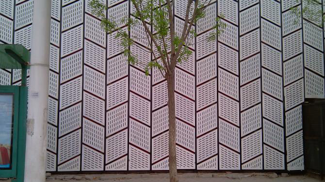 清洗铝单板幕墙的方法