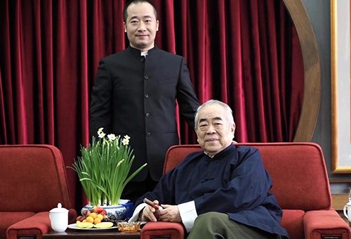 北京大学中国画法研究院院长范曾合影